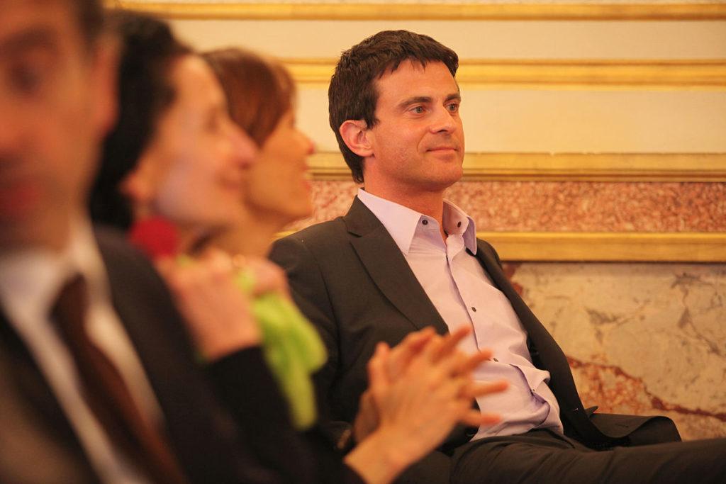 Manuel Valls souhaite que Dieudonné devienne le parrain de sa fille