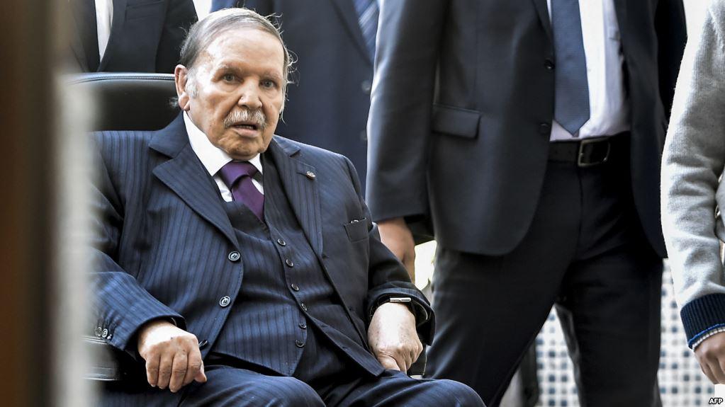 Algérie : Bouteflika n'était pas en Suisse pour raisons de santé mais pour faire réviser son fauteuil roulant