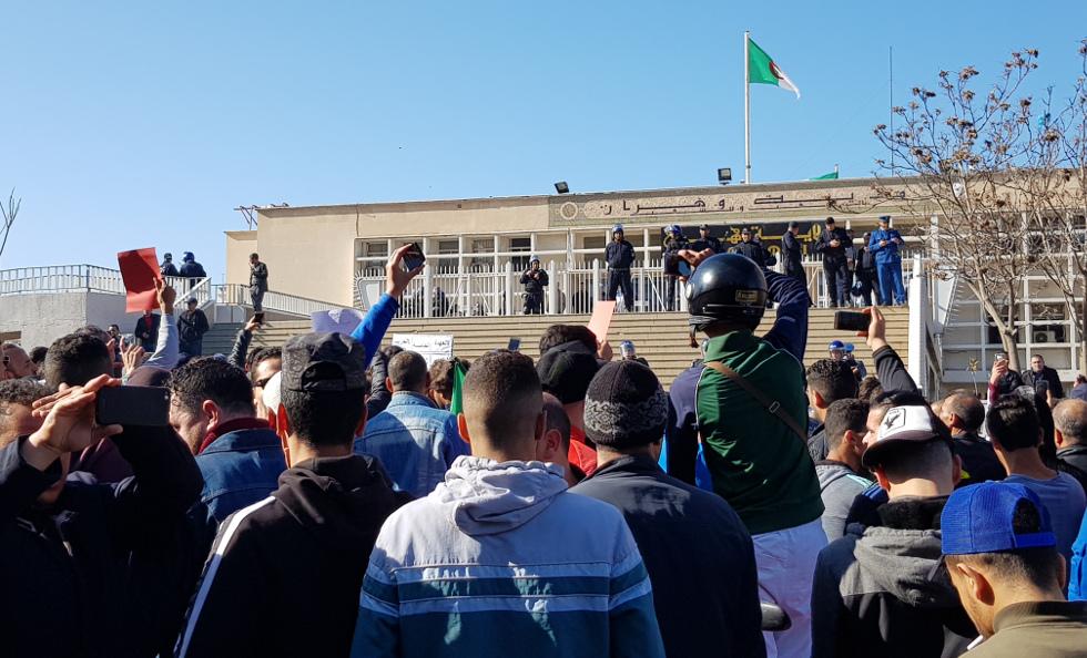 Le peuple algérien prêt à donner des cours d'insurrection politique aux gilets jaunes