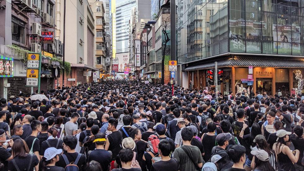 Christophe Castaner invité à Hong-Kong pour former les policiers anti-émeutes