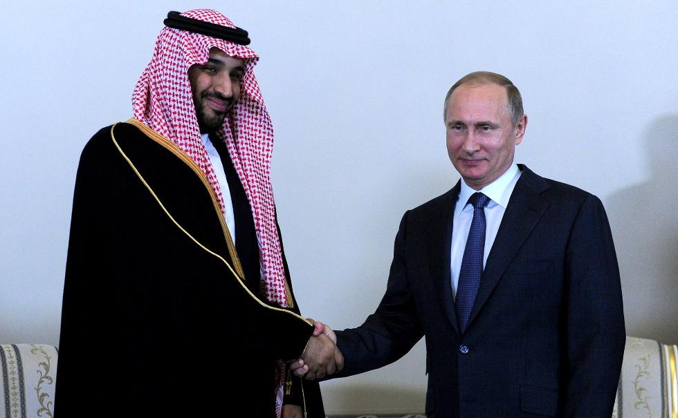 Le Prince héritier d'Arabie Saoudite pose à côté de Vladimir Poutine