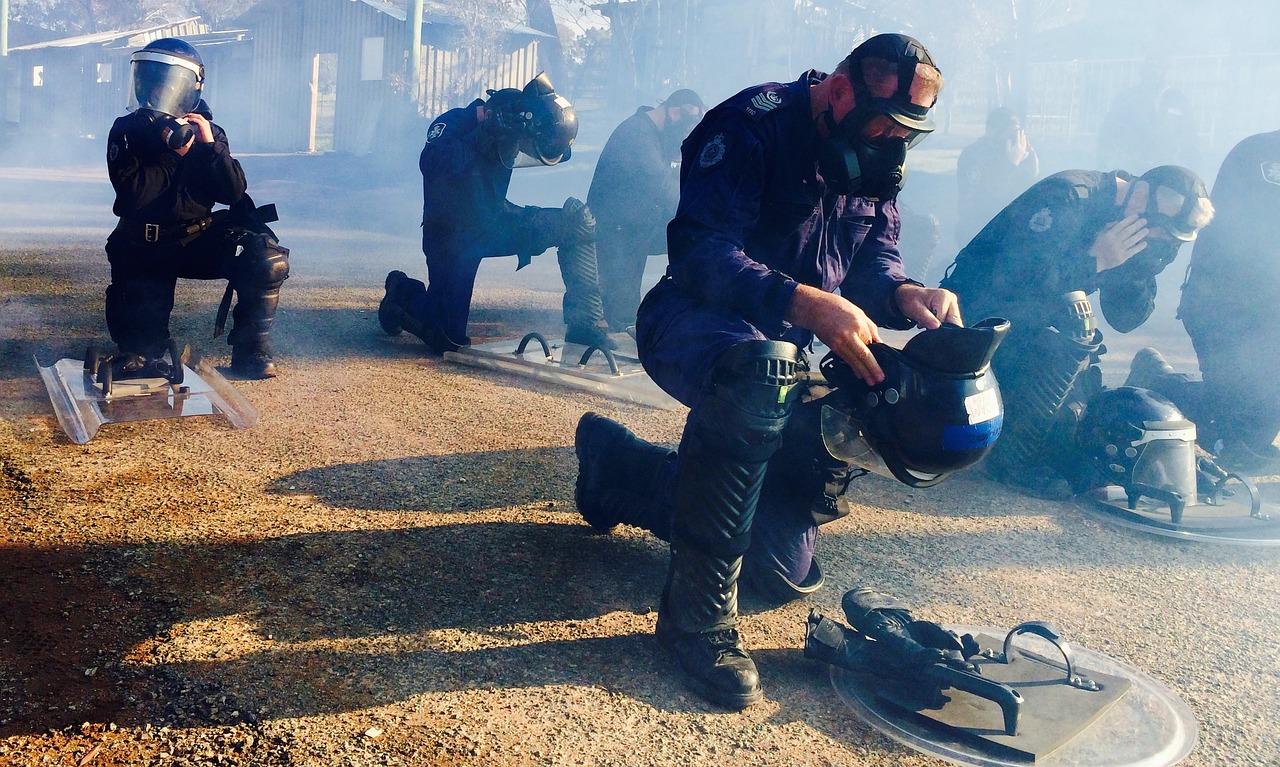 Les gaz lacrymo de la police française contribuent dangereusement au réchauffement climatique