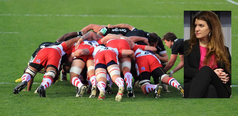 Marlène Schiappa regardant un match de rugby
