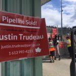 Manifestation contre un projet de pipeline voulu par Justin Trudeau