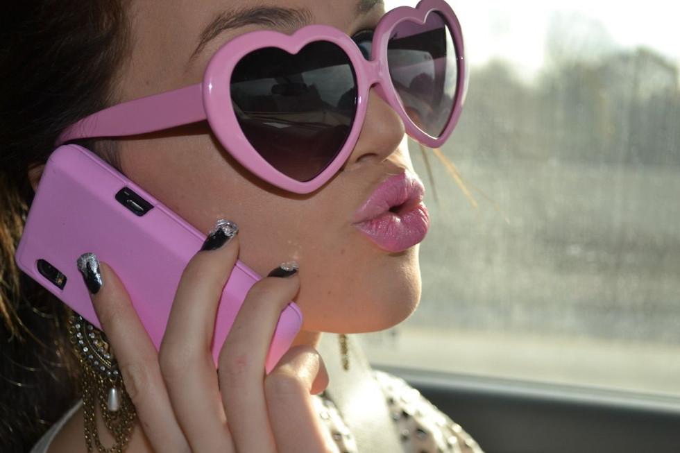 Elon Musk invente des lunettes pour permettre aux daltoniens de voir la vie en rose