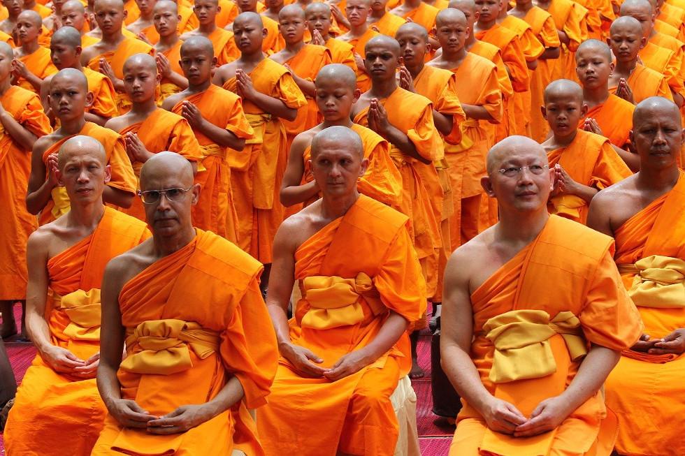 Des moines bouddhistes du Tibet plaident allégeance au coronavirus Covid-19