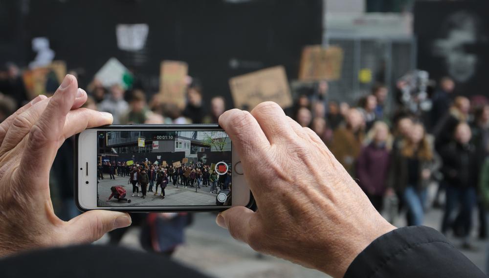 Loi Sécurité Globale : Apple annonce un nouvel iPhone sans appareil photo pour les manifestants